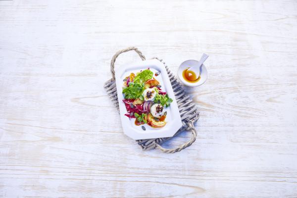 00180_Salat-mit-Ziegenfrischka-se